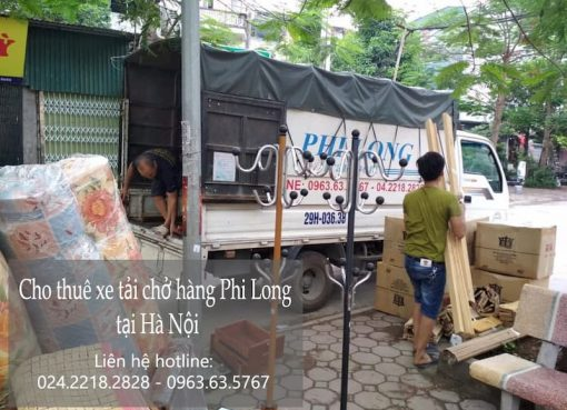 Xe tải chở hàng tết Phi Long phố Lạc Chính